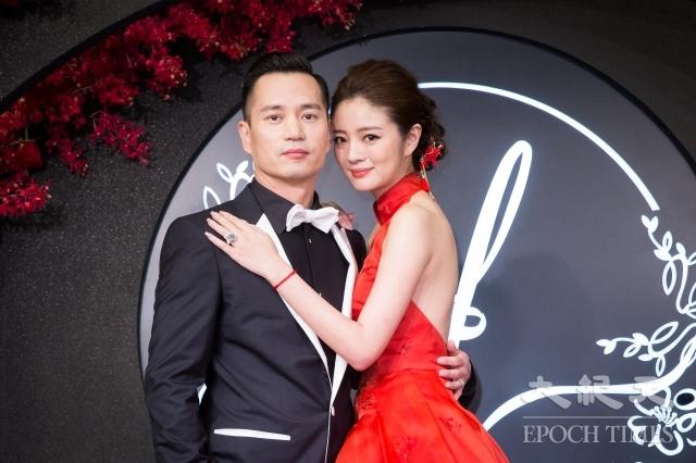 安以軒(右)與澳門德晉集團CEO陳榮煉(左)23日在台北舉辦婚宴。(記者陳柏州/攝影)