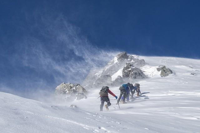 就像爬山,前半程每個人都意氣風發。唯有力竭時,才能看出差距。(pixabay.com)