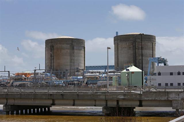 美國國土安全部及聯邦調查局於2017年6月28日完成一份國安緊急聯合報告,指出美國及其他國家核電廠自5月以來遭到「先進且持續的威脅」駭客攻擊。本圖為佛羅里達州的核能發電廠。(RHONA WISE/AFP/Getty Images)