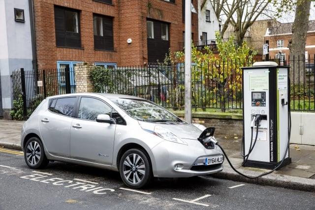 英國國家電力公司估計,到2030年因越來越多電動車上路,用電將倍增一座核電廠的發電量。(Getty Images)