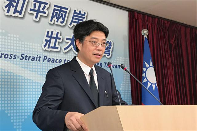 台灣陸委會表示,《兩岸人民關係條例》規定,台灣人民不得領用中國大陸護照。圖為陸委會副主委兼發言人邱垂正。 (中央社檔案照片)