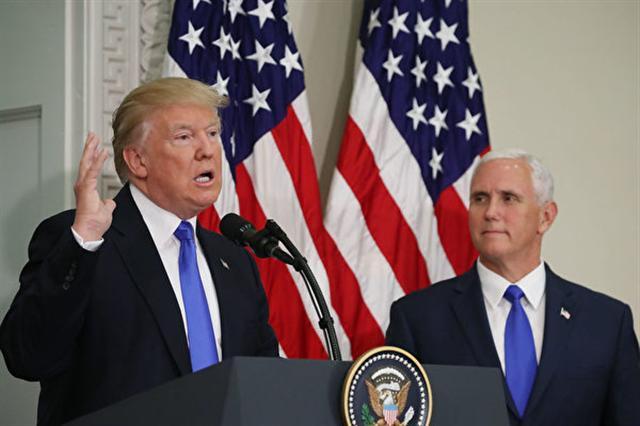 美國總統川普與副總統彭斯(右)。彭斯6日否則自己將競逐下屆總統一職(Mark Wilson/Getty Images)