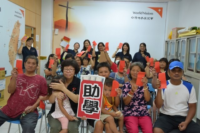 台灣世界展望會為幫助弱勢家庭兒童穩定就學、健康成長,屏東地區發放助學金共計3546萬7500元,有4729名學子受惠,。(台灣世界展望會提供)