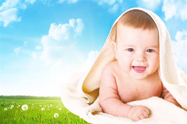 清潔用品魚樂系列洗潔劑,居家清潔的小確幸,連小寶貝也開心。(大紀元製圖)