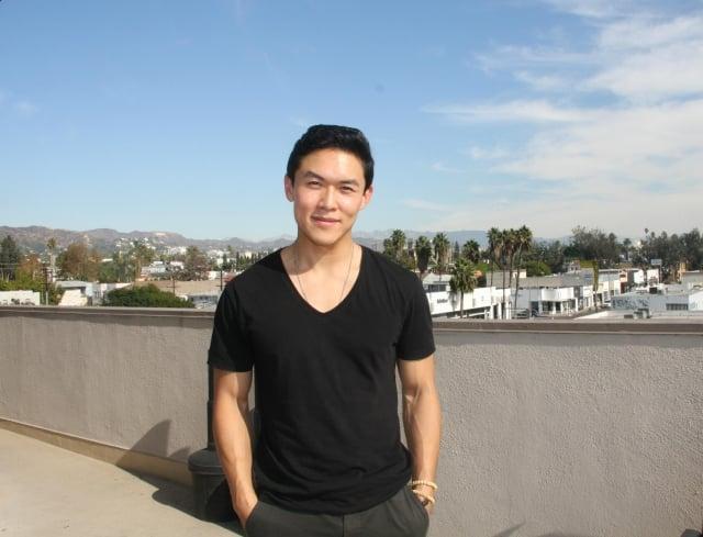 放棄矽谷高管工作,勇闖好萊塢的華裔美籍演員呂蔡嶸。(記者姜琳達/攝影)