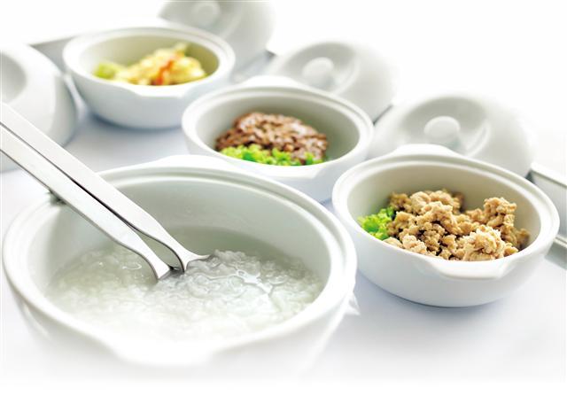 粥是很好的治病良藥。《醫通》原文敘述:「一人病淋,素不服藥。予令清淡粟米粥,絕去他味。旬餘減,月餘痊。」(Fotolia)