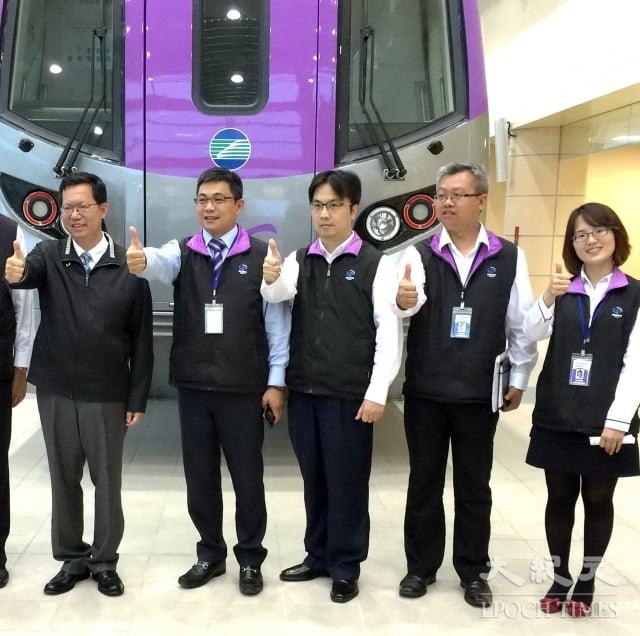 鄭文燦(左):增設捷運工程局、資訊科技局,推動各項重大建設。(記者徐乃義/攝影)