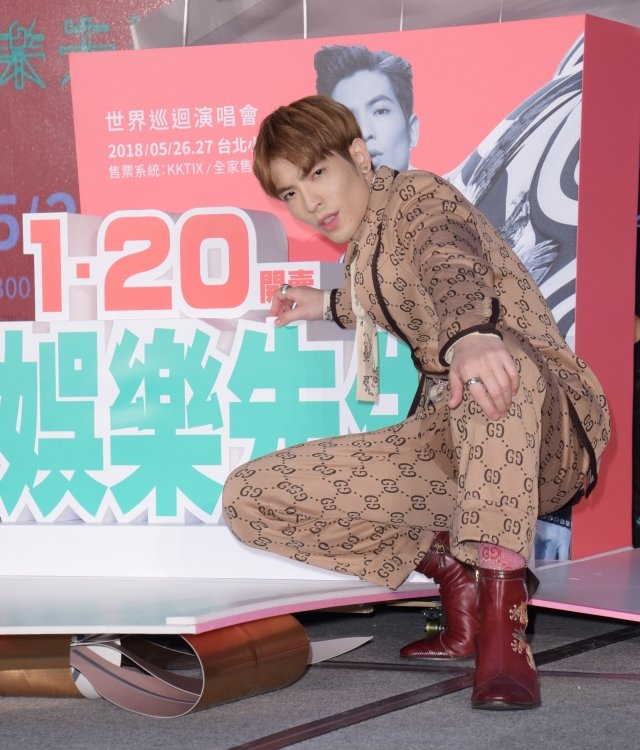 金曲歌王蕭敬騰12日出席記者會,宣布2018年全新巡演《娛樂先生世界巡迴演唱會》將於5月26、27日一連兩天在台北小巨蛋隆重開唱。(記者黃宗茂/攝影)