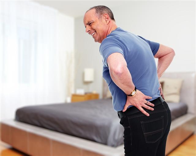 腰背痠痛很少由單一因素造成,通常是多個原因所致。(Fotolia)