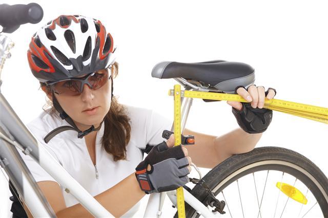 騎自行車遊玩一會兒也會痠痛,那麼你可能需要調整自行車,使它適合你。(Fotolia)
