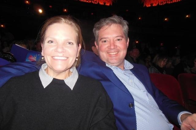 田納西州安德森郡市長Terry Frank和先生Lee Frank觀賞神韻巡迴藝術團的演出。(記者李辰/攝影)
