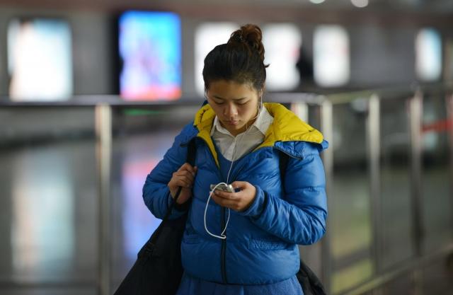 報導認為,智慧型手機市場減速,一是市場陷入飽和,二是智慧型手機因高功能化價格出現提高,消費者換購周期變長。(Getty Images)
