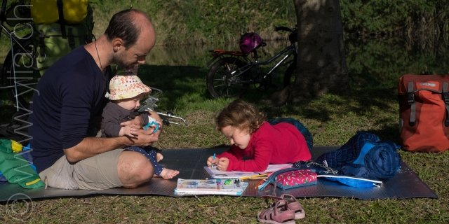 Pasche家採自學教育,以世界為教室,全人類的文化當課本。