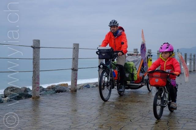 Pasche一家於2018年第三度來台,圖為騎行北海岸。