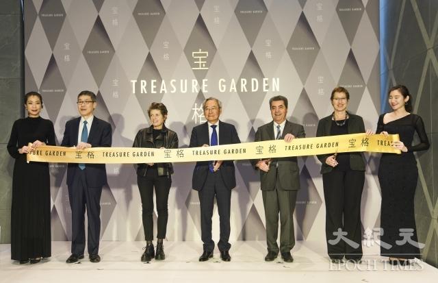 Antoio Citterio(右三)上月赴台參加落成典禮,中為大陸建設董事長張良吉。