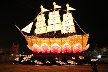台灣燈會 涂醒哲率團登法船
