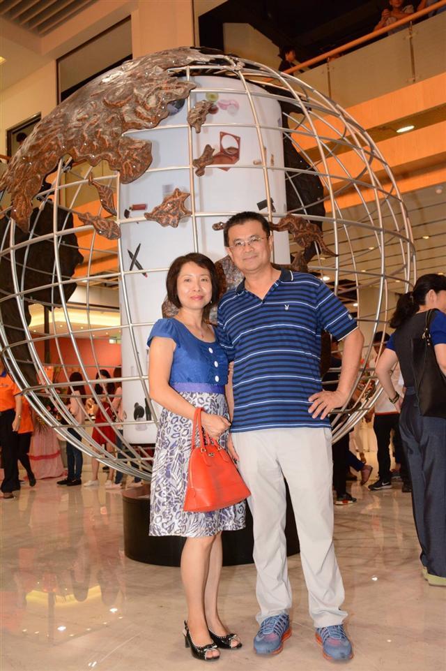 夫唱婦隨夫妻相處之道正是打拼事業的精神力量來源,洪永安夫妻以身作則,詮釋台灣精神最動人的面向。(一誠生技公司提供)