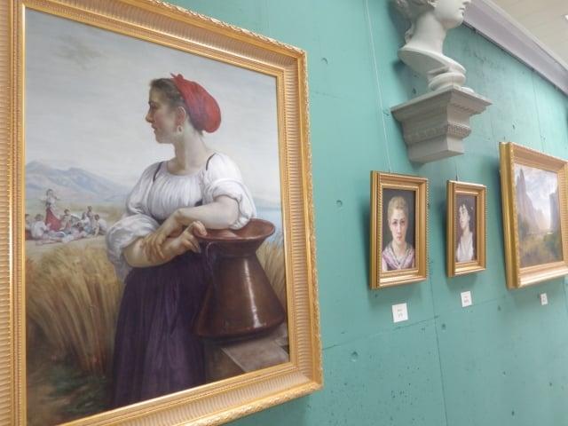 多功能藝廊展出學生的作品。