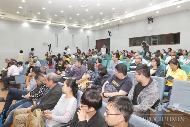 加拿大紀錄片《假孔子之名》來台舉行亞洲首映,在嘉義國際藝術紀錄影展登場,現場座無虛席,導演與2位與談者並參加映後座談,與觀眾對話。