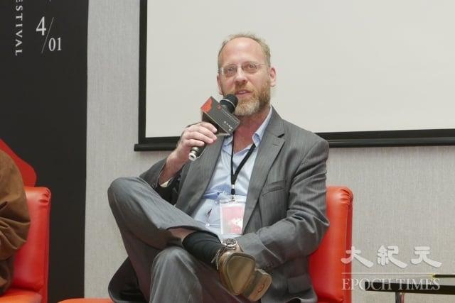 前加拿大國家安全局情報分析師寇謐將,受邀參加映後座談,談到自己對紀錄片的感想。
