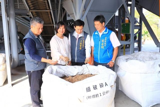 台中市府打造綠資材中心,每年可以破碎廢木約5千公噸。(台中市政府提供)