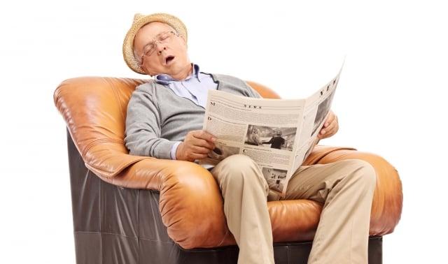 當腎功能變差時,初期多半的人通常沒有明顯症狀,病人常會感到疲倦,另也可能出現泡泡尿、水腫、食慾不振、頭昏等症狀。(123RF)