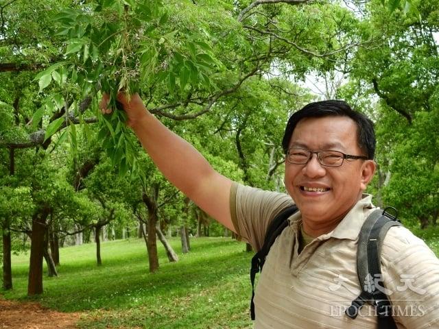 在靜宜大學通識教育中心擔任秘書的蔡志忠,對於大肚山上的開花植物有非常深入的研究。