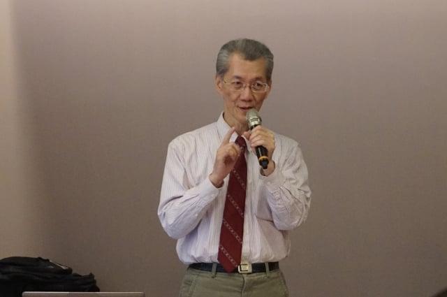 中國正逢巨變,台大政治系教授明居正提醒,近期如非必要,盡量減少進出大陸。(記者李怡欣/攝影)