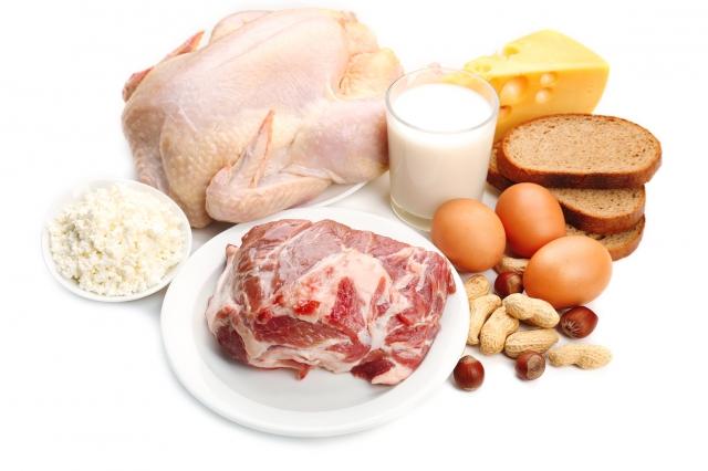 採取高蛋白飲食的人,要有醫師從旁指導,也要多吃新鮮蔬果來補充鉀和鎂,才能降低腎結石的機率。(Fotolia)