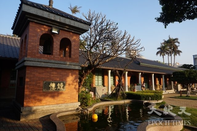 清水國小的前身為鰲峰書院,由清水蔡家所捐贈。
