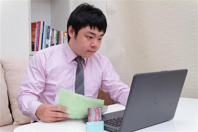公勝保經指出,透過網路報稅管道是最省時省力的方式。(公勝保經提供)