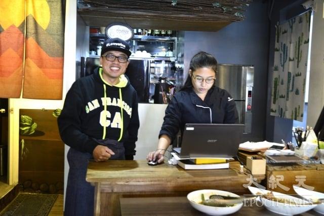 七喜廚房的外場服務人員,也負責行銷管理和臉書經營,每人身兼多職。