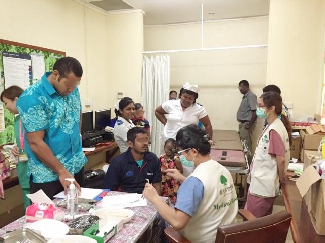 國泰醫院醫療團斐濟看診實況。(國泰醫院提供)