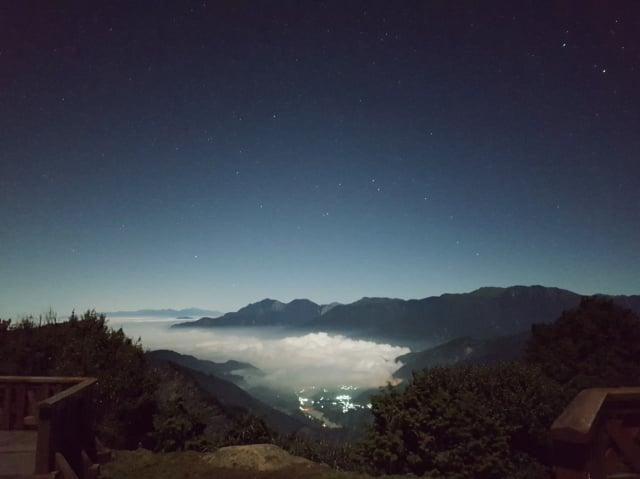 月光星星雲海。
