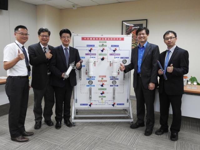 台大化工系團隊「創新型中空金屬纖維二氧化碳吸附/觸媒轉化系統」成果發表。(科技部提供)