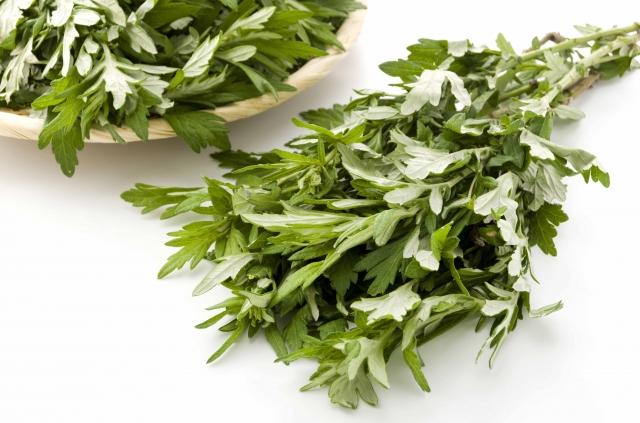艾草是一種常見的中草藥,除藥用外,也可加入食物中做成各式各樣的美食。(123RF)