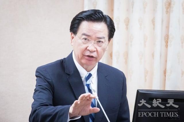 對於全球20家航空公司向中國大陸低頭,將台灣改名,外交部長吳釗燮23日表示,已經要求駐外館處全力協商。(記者陳柏州/攝影)