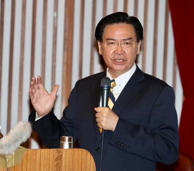 外交部長吳釗燮(圖)表示,總統覺得過去這段時間,外交表現還算不錯,覺得沒有辭的必要,「我就繼續為外交來奮鬥」。(中央社)