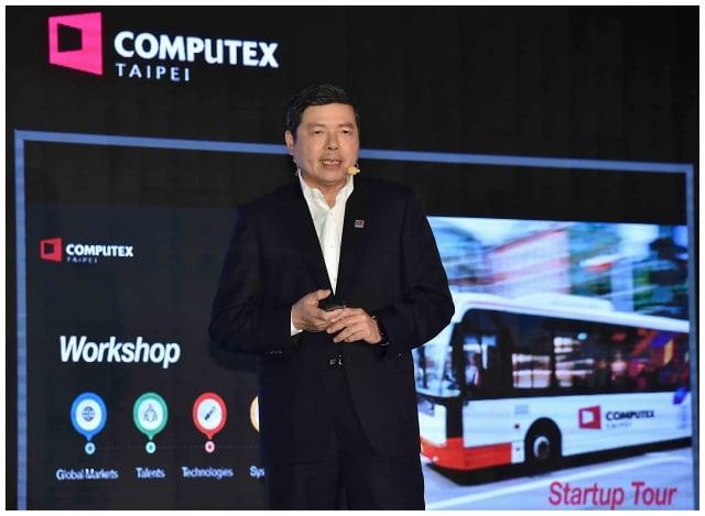 外貿協會秘書長葉明水表示,今年新增「第五代行動通訊(5G)」和「區塊鏈(Blockchain)」議題,期盼能藉此以展現科技實力。(外貿協會提供)