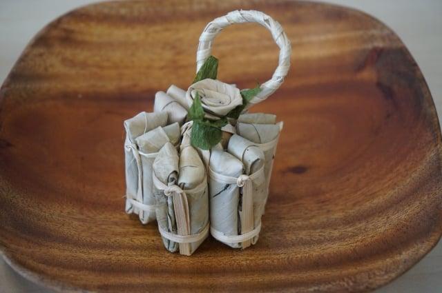 泰國以竹葉裝飾的粽子,已成文創食品,兼具風俗小吃與藝術美感。(章少玲提供)