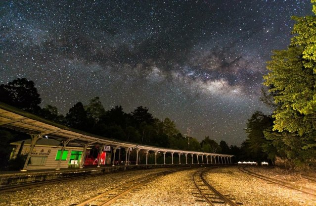 祝山車站與銀河。