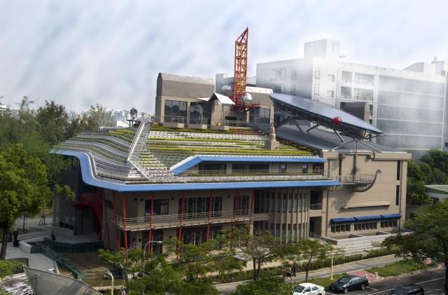 總統蔡英文13日接見2018年建築園冶獎得獎單位時表示,現在台灣的綠建築標章,有全世界唯一適用亞熱帶氣候的專屬系統。業者站穩台灣市場之餘,還可以前進新南向國家。圖為綠建築資料照。(內政部提供)