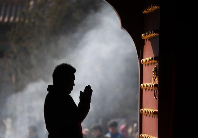 西安驪山明聖宮被爆資助西安市宗教局副局長李社民兒子赴美國留學,引起各界議論。圖為示意圖。(GREG BAKER/AFP/Getty Images)