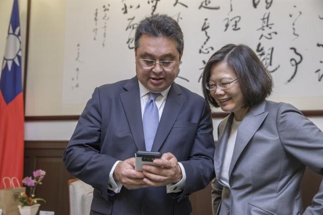 總統蔡英文提到,雷依德是台灣的老朋友,光是去年一年,她就曾經2次接待部長,歡迎雷依德再次率團來訪。(總統府提供)