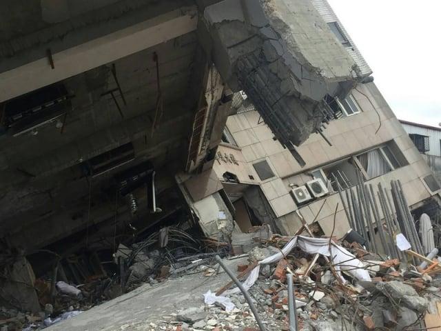 雲翠大樓於0206花蓮地震中倒塌,14人喪生。檢方依業務過失致死罪起訴建商3人。圖為雲翠大樓。(中央社)