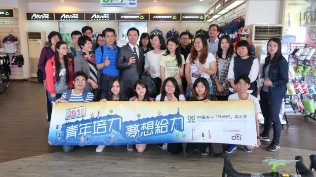台北張老師蒞臨企業專訪,馮總與大專院校即將入職場或剛入職場的年輕人分享創業心得與經驗。(敞盛國際提供)