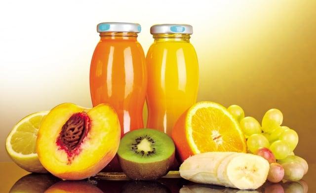 添加「天然果汁」產品,僅含有1%~5%的果汁含量,產品的香氣和味道,全憑食品添加物來決定。 (Fotolia)