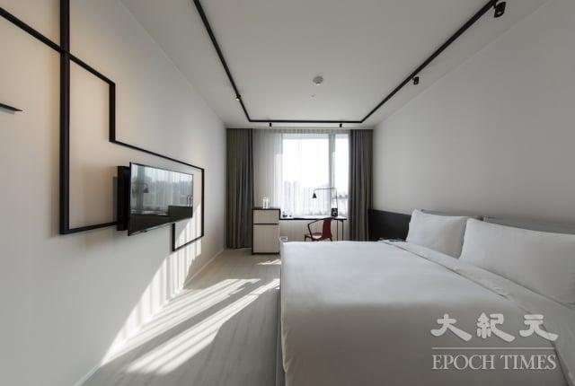台中大毅老爺行旅以黑、白二色打造設計飯店。