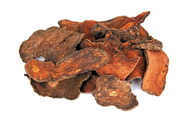 首烏味道甘厚澀,藥性微溫,歸肝、腎經,卵磷脂及糖的含量豐富,補益效果佳。(123RF)