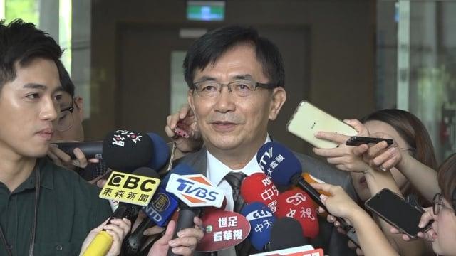 交通部新任部長吳宏謀16日履新,面對媒體有問必答。